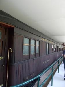 124 - Lesík u Compiegne - vagon maršála Foche (zde 11.11.1918 vrchní velitel F.Foch přijal něm. kapitulaci-M. Erzberger, 1940 podpis fr.kapit., dnes kopie vagonu, muzeum I. SV)