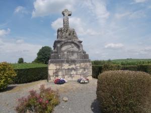 198 - Kresčak (Crécy en Ponthieu, 1500 obyv., 26.8.1346 zde bitva mezi angl. králem Eduardem I. a fr. Filipem VI. a spojenci, padl zde Jan Lucemburský, kříž 1846-500. výročí)