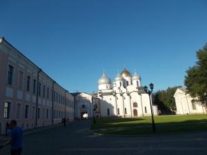 361 - Novgorod - Kreml - katedrála sv. Sofie (1045-50 Vl. Jaroslavič-hrob s ž.Annou, nejst. kam.stavba Ruska, bronz.vr.1156 - Magdeburk, fresky 12.st.-bisk. Nikita,boky 1144-arc.Nifont)