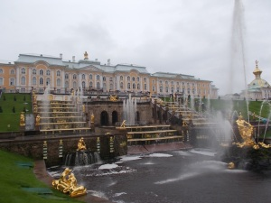 381 - Petěrgof - Velký palác - ruské Versaiiles od SV (malby B. Rastrelli do 1774-12, J. Hackert 12 1771-3, Z a V čín. salónek 1766-9, Obraz. sál-368 maleb 1764 vdova po P. Rotarim)