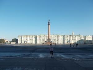 398 - Petrohrad - Palácové nám. od JV, přiléhá k Zimnímu paláci (bar. pův. 1711, baroko pozdní F. Rastrelli, D. Trezzini pro Petra I., 1754-62, klas. úpr. 1839, sídlo Ermitáže-po 1762)